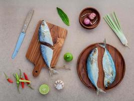 vista superior do prato de frutos do mar foto