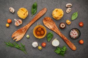 vista superior de alimentos italianos foto