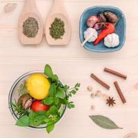 salada com ervas e especiarias foto
