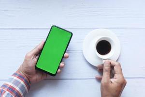café e um smartphone foto