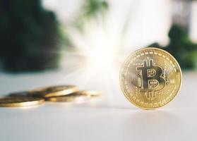 símbolo dos bitcoins como criptomoeda de dinheiro digital foto