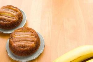 dois bolos de banana foto