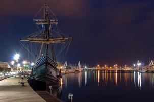 navio galeão no porto