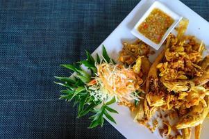 comida tailandesa frita