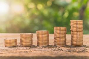 moedas empilhadas, conceito de crescimento financeiro foto