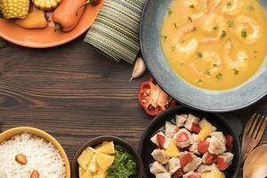 sopa de camarão com cópia espaço foto