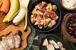 sortimento de comidas brasileiras foto