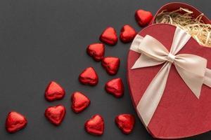 chocolates de coração vermelho
