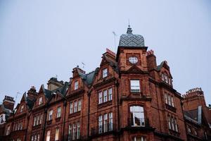 prédio de apartamentos de tijolos em Londres