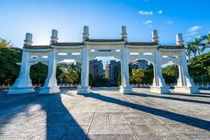 portão do museu do palácio nacional na cidade de taipei, taiwan foto