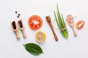 ingredientes frescos e crus para a pele
