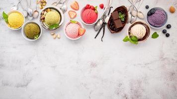 vista superior do sorvete e cópia do espaço foto