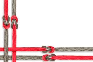 diferentes cordas amarradas isoladas em um fundo branco