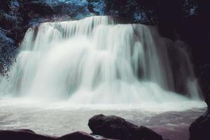 cachoeira na bela tailândia foto
