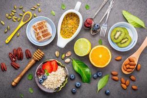 postura plana de alimentos saudáveis para o café da manhã foto