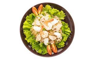 salada de macarrão picante de frutos do mar, estilo tailandês foto