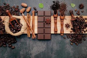 conceito de café torrado escuro com sabor foto