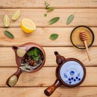 postura plana de chá de ervas