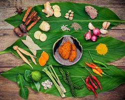 vista superior de ingredientes da cozinha indiana foto
