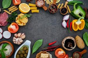 quadro de ingredientes de comida italiana foto