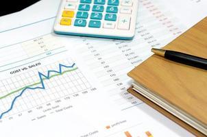 documentos e gráficos de negócios