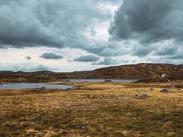 bela paisagem montanhosa norueguesa