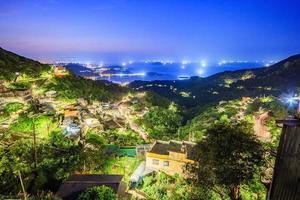 o cenário da cidade de montanha à beira-mar em jiufen. Taipei. Taiwan foto