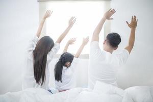 família curtindo uma manhã ensolarada