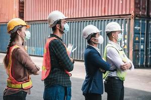 trabalhadores da construção civil conforme covid-19 foto