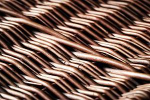 close-up de uma cesta de vime foto