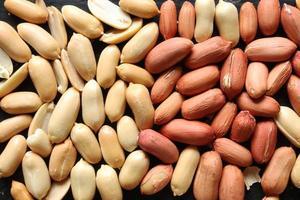 amendoim com casca para fundo de comida foto