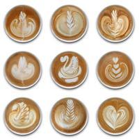 coleção de canecas de café latte art no fundo branco foto