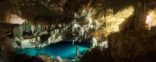 Caverna Rangko na Ilha das Flores, Labuan Bajo, Indonésia foto