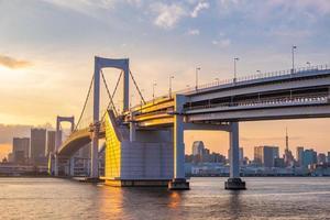 vista panorâmica do horizonte de Tóquio ao pôr do sol foto