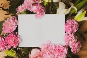 cartão vazio com flores rosa