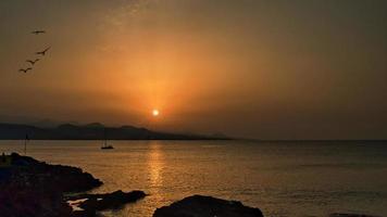 pôr do sol em las palmas -canteras beach foto