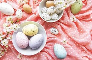 tigela com ovos de páscoa
