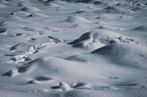montes nevados no chão