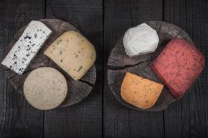 muitos tipos de queijos