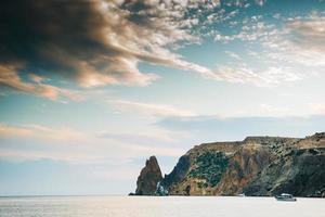 as montanhas de Cape Fiolent na Crimeia foto