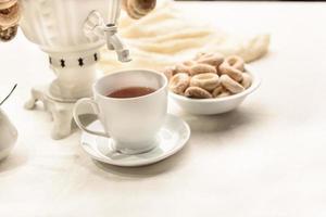 bagels e chá quente foto