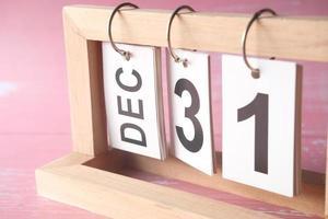 calendário de madeira definido para 31 de dezembro foto