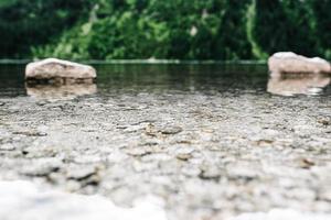 olho do mar do lago alpino no verão foto