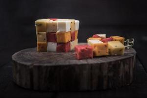 muitos tipos de queijos foto