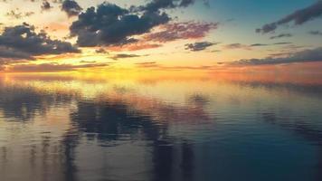 paisagem marinha com pôr do sol colorido sobre o mar