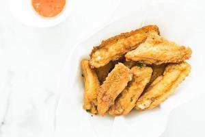 Asa de frango crocante frito