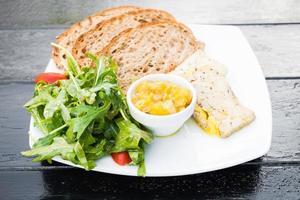foie gras com pão foto