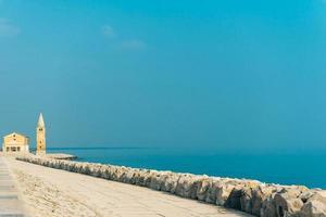 igreja de nossa senhora do anjo na praia de caorle itália
