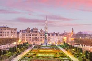vista da cidade de bruxelas de monts des arts ao crepúsculo