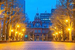 os históricos ex-escritórios do governo de Hokkaido ao entardecer foto